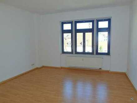 Schöne, geräumige 2-Zimmer-Wohnung mit neuem Laminatboden & Blick zur Meißner Burg