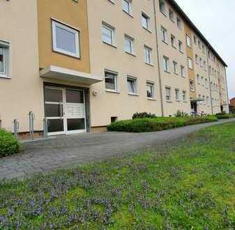 Renovierte Wohnung mit drei Zimmern sowie Balkon und Einbauküche in Braunschweig Melverode