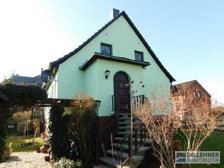 -Familien aufgepasst -  sehr gepflegtes Einfamilienhaus mit liebevoll angelegtem Grundstück auf dem