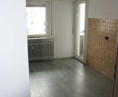 Erstbezug nach Renovierung: attraktive 2-Zimmer-Wohnung mit Balkon in Heddesheim