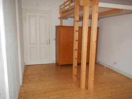 Helles Zimmer in schöner Altstadtwohnung bis zum 30.06.2017