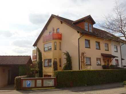 +++ Attraktives angebautes Zweifamilienhaus mit ELW in ruhiger Wohnlage +++
