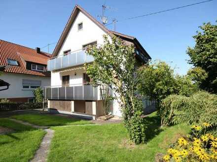 ...das gepflegte Wohnhaus mit Garage und superschönem Naturgartenambiente direkt am Ortsrand!