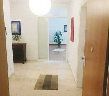 Helle Wohnung mit 3 Zimmern, Balkon, Gäste WC und Abstellraum