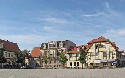 Schicke 5 Zi-Studio-Dachwohnung in gepflegtem Wohn- und Geschäftshaus direkt am Marktplatz in Coswig