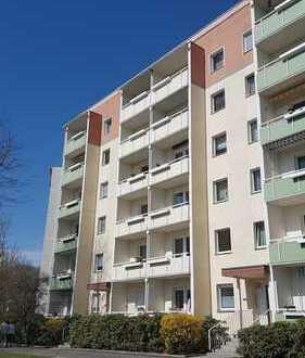 Schöne 4 Zimmerwohnung mit Balkon im 1. Obergeschoss zu vermieten! Frei ab sofort!