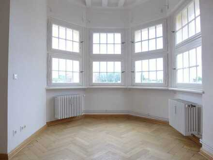 Traumhafte 5-Zi.-Wohnung in einem herrschaftlichen Stuckaltbau - WG geeignet!!!