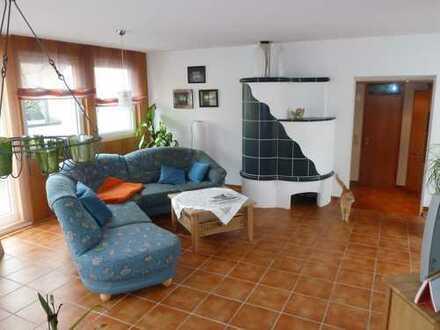 Ansprechende 5-Zimmer-Wohnung mit Balkon und Einbauküche in Holzgerlingen