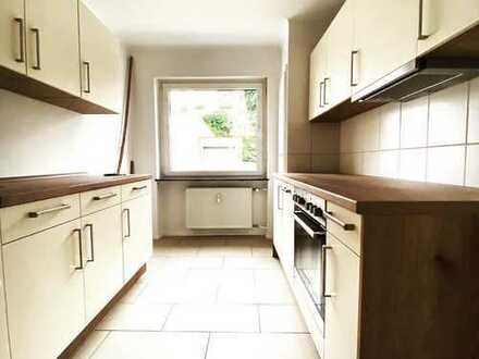 Tolle 3 Zimmer, Küche und Bad Wohnung mit Balkon und EBK