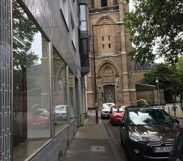 Büro 90qm mit drei grossen Schaufenstern in der Kölner Innenstadt zu vermieten