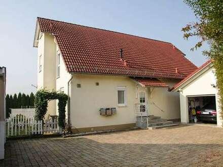 Attraktives 3-Familienhaus (2 Doppelhaushälften + Einliegerwohnung)
