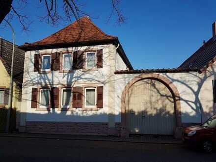 Einfamilienhaus mit großer Scheune im Ortskern von Edesheim