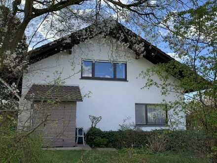 Gepflegte DG-Wohnung mit vier Zimmern und Balkon in Baden-Baden