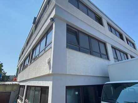 Büro + Lager + Garagen + Parkplätze + Wohnhaus