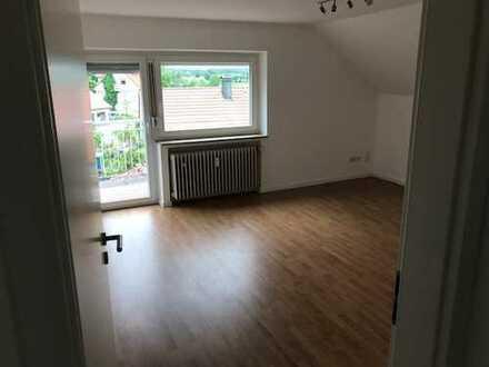 Vollständig renovierte 3-Zimmer-Dachgeschosswohnung mit Balkon und EBK in Maselheim