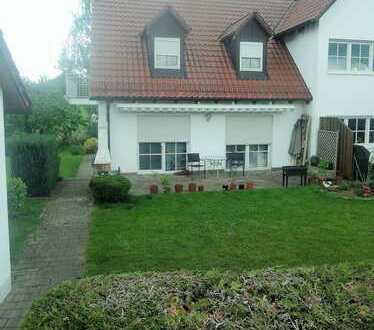 Schmucke DHH mit Terrasse, Balkon und großem Garten ! Inkl. Garage und KFZ-Stellplatz!