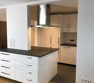 Hochwertig renovierte 5-Zimmer-Wohnung mit schönem Garten