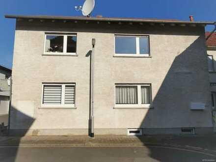 Eigenheim + Mieteinnahme ! Ein-Familienhaus mit Seitenbau in ruhiger Lage mit Gartengrundstück