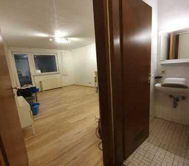 Geräumige 1-Zimmer-Wohnung mit Balkon und EBK in Stuttgart Zentrum