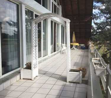 Exklusive Dachgeschosswohnung mit viel Platz auch ideal als Büro