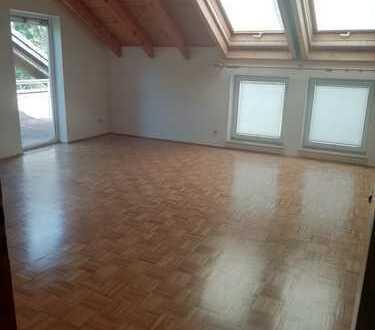 Neu renovierte gepflegte 2,5-Zimmer-DG-Wohnung mit Balkon und EBK in Bad Camberg