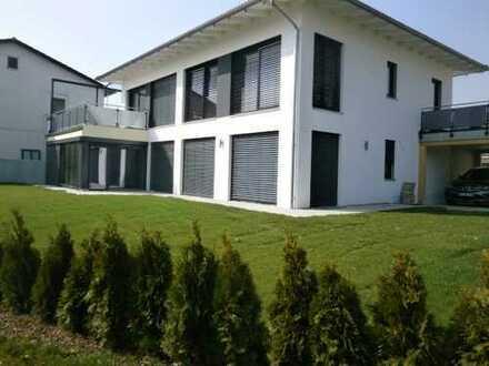 Erstbezug: freundliche 4-Zimmer-EG-Wohnung mit luxuriöser Innenausstattung in Eggenfelden