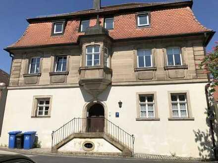 Repräsentatives historisches Krüppelwalmdachhaus