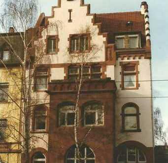 Sehr schöne, helle und frisch renovierte Wohnung in denkmalgeschütztem Haus
