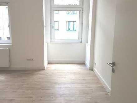 2,5 Zimmer, großes Wohnzimmer, sanierter Altbau