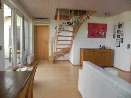 Hochwertig ausgestattete, helle 5-Zimmer Wohnung mit ausgebautem DG