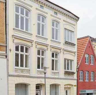 Sanierte 2-Zimmer-Wohnung, 2. OG, Altbau im Zentrum, Hoflage