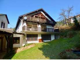 Neuwertige 4-Zimmer-DG-Wohnung mit Balkon und EBK in Niederzissen