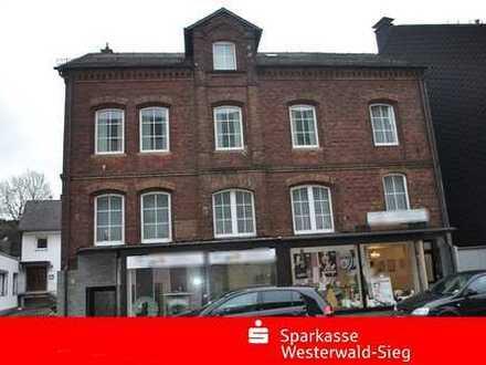 Modernisiertes Zweifamilienhaus mit kleinem Ladenlokal im Zentrum von Herdorf