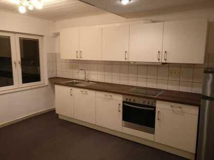 Vollständig renovierte Maisonette-Wohnung mit sechs Zimmern und Einbauküche in Schwäbisch Gmünd