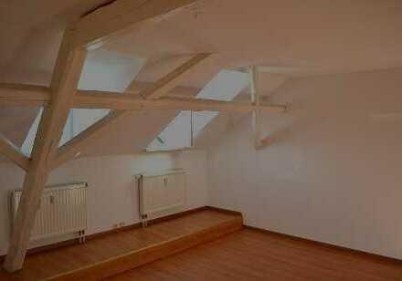 Dachgeschoss! - Laminat, Bad mit Fenster und Wanne - sehr individuell