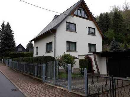 **Einfamilienhaus mit 2 Nebengelassen sowie großzügigem Grundstück**