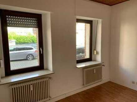 Schöne, geräumige 2 Raum Wohnung im EG