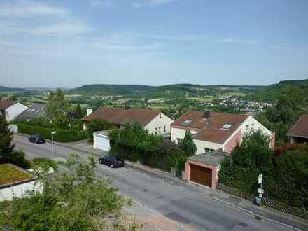 Helle 2 Zimmer Maisonette- Wohnung in Tübingen in ruhiger Aussichtslage, Einbauküche, Balkon