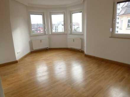 Schöne, renovierte 4-ZKB Altbau-Wohnung in gepflegtem Haus