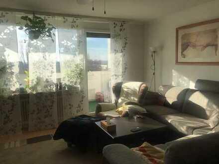 Schöne helle Wohnung mit Balkon und Einbauküche gegenüber der Europäischen Schule