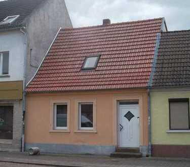 Saniertes Häuschen unweit des Stadtzentrums von Aken!