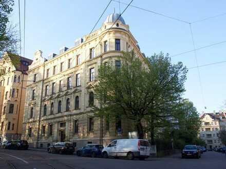Schöne Altbauwohnung in saniertem Jugendstilhaus