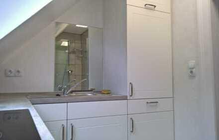 Sonnige 1,5-Zimmer-DG-Wohnung in ruhiger Siedlung am Rande Kulmbachs, saniert mit EBK