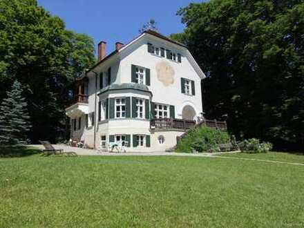 Absolute Rarität-Charmante denkmalgeschützte Villa in schöner Lage am Westufer des Starnberger Sees