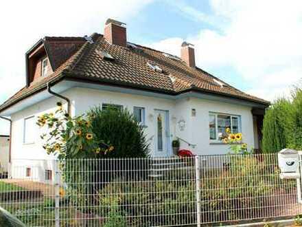 Freistehendes Einfamilienhaus mit großem Garten und viel Platz für die Familie