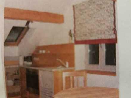 Schöne helle 2 Zimmer Dachgeschoss - Wohnung