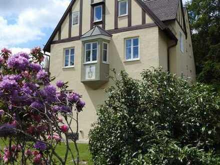 """Liebhaberwohnung """"Haus-in-Haus"""" in historischer Villa in Gauting"""