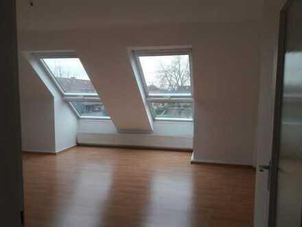 WG Zimmer in vollständig renovierter DG-Wohnung mit Einbauküche in Bochum