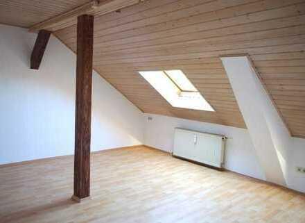 Gemütliche 2-Zimmer-Wohnung mit Einbauküche und neuwertigem Laminatboden