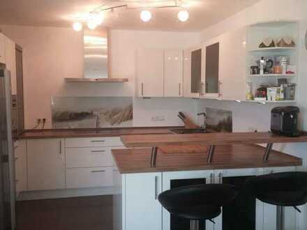 Exklusive, gepflegte 4-Zimmer-EG-Wohnung mit Balkon und Einbauküche in Augsburg